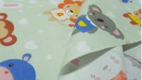 Tela Algodón Animales Peluches - Tela de algodón infantil con dibujos de animales muy cucos con forma de peluche sobre un fondo verde claro y formas decorazones blancos.