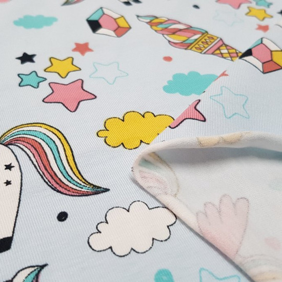 Tela Panel Jersey Algodón Unicornio - Panel dejersey algodón diseñado porBIPP Design® en el que hay 3 diseños en la misma pieza con dibujos de unicornios. En este panel podemos apreciar la parte delantera, la parte trasera y la parte de las mangas.Los