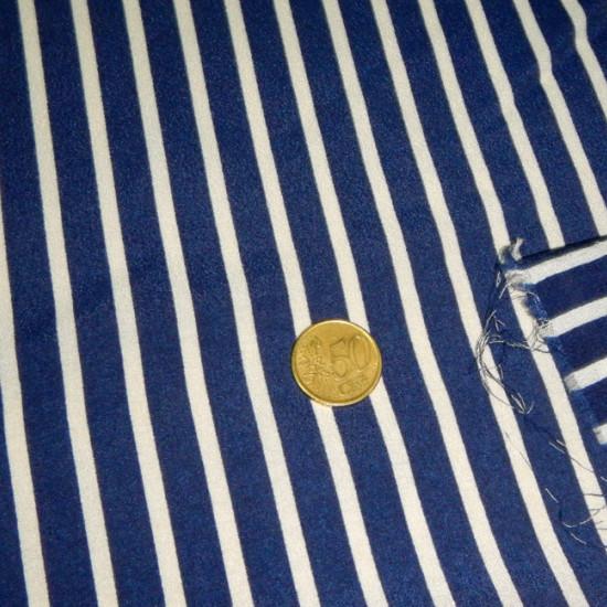 Tela Crespón Rayas - Tejido de Crespón estampado con rayas blancas sobre fondo azul marino. El tamaño es mediano.